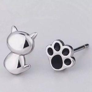 Jewelry - Paw print small stud earrings